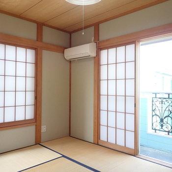 【和室2階】2面採光、1階の和室より明るい印象。