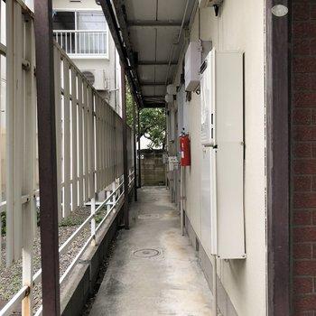 共用部にも隣接するお家との間に目隠しがあります。