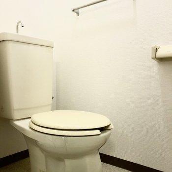 トイレには手洗いもついています。