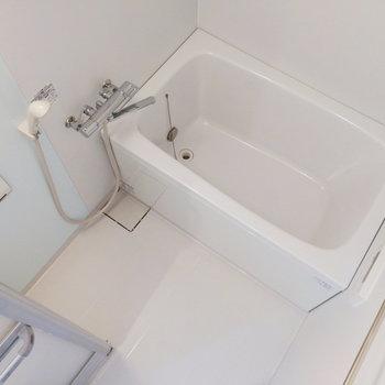 お風呂にはほんのりと水色を足してくれています。