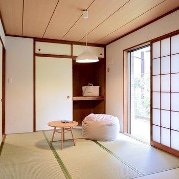 【和室】窓からしっかり光が入ります。※家具・雑貨はサンプルです