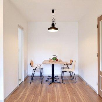 【LDK】ダイニングテーブルがすっぽり入ります。※家具・雑貨はサンプルです