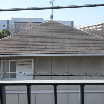 眺望は、お向かいの屋根です。