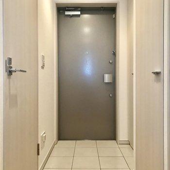 玄関向かって右側には、、、