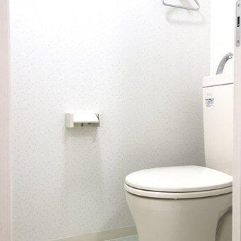 トイレ。内壁のデザインがかわいい。