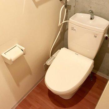 トイレがあります。ウォシュレットタイプです。