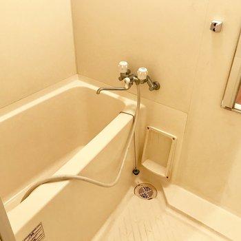 お風呂はシンプルタイプ