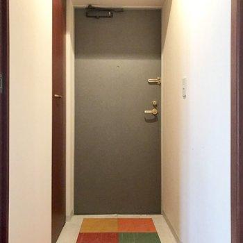 玄関の床はカラフルだ!