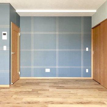 青と茶の相性いいね〜。この壁紙をブックカバーとしても使いたいな。