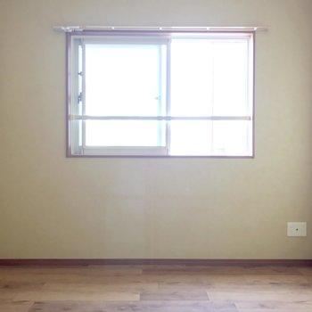 小窓だから家具を置きやすいよ。