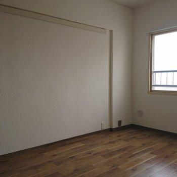 ここのお部屋にはベッドを置こう