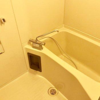 お風呂はシンプルに。※写真は別部屋のものです