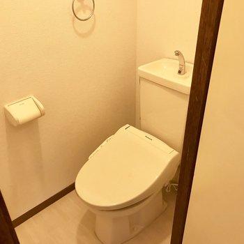 トイレはウォシュレット付き!※写真は別部屋のものです