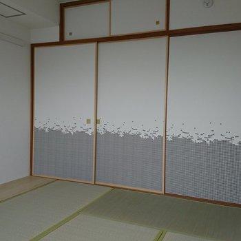 そうそう、戸襖は千鳥格子柄なの!現代的!