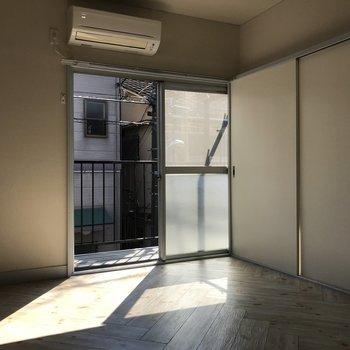 玄関側のお部屋。日向ぼっこがしたい!