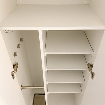 シューズボックス。上の棚に小物も置けそうですね。