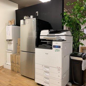 冷蔵庫とプリンターも完備してます