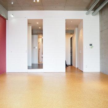 扉を開けたらこんな感じ。もう住みたい、、、(※写真は7階の同間取り別部屋のものです)