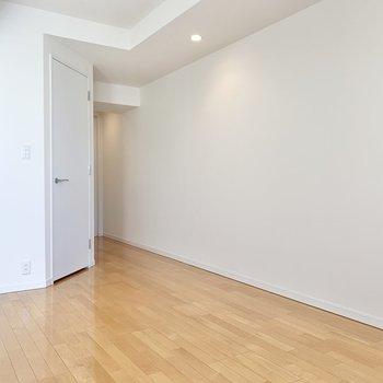 【洋室】白家具が映えそう。