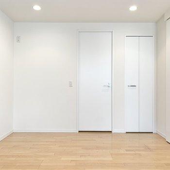 【DK】左側の扉が脱衣所です。