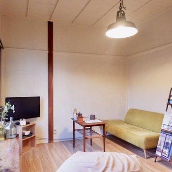 ソファに座って、お気に入りの雑誌を読み耽ったり…。※家具はサンプルです