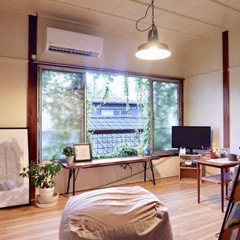 家具を低くすることで、空間を広く。※家具はサンプルです
