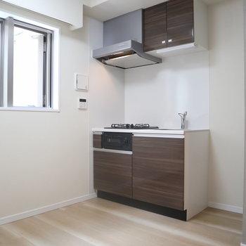 【1F】キッチンはコンパクトです。