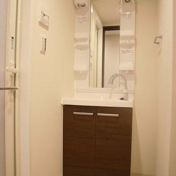 【B1F】清潔感がある脱衣所。