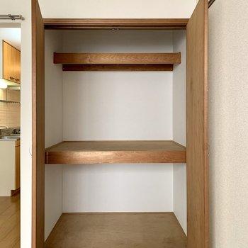 奥行きがあるので、ボックスを活用した収納もできます。