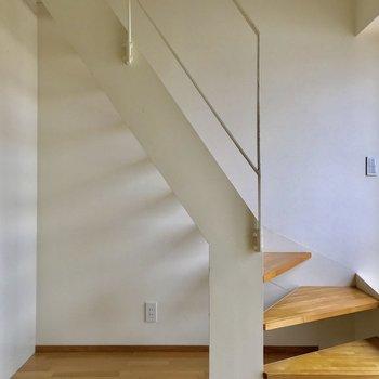 【1階洋室】こちらを食事や作業スペースに