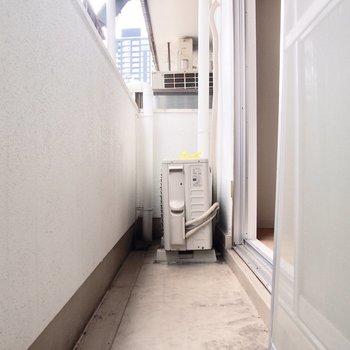 洗濯物を干す場合は物干しスタンドが必要です。