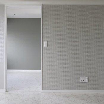 グレイッシュの濃淡バランス!※写真は17階の同間取り別部屋、通電前・清掃前のものです