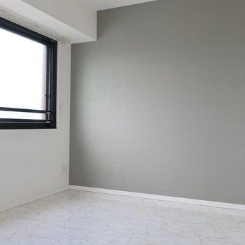 洋室はベッドルームに※写真は17階の同間取り別部屋、通電前・清掃前のものです