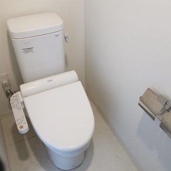 トイレもしっかりウォシュレット完備※写真は17階の同間取り別部屋、通電前・清掃前のものです