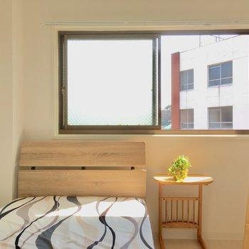 こちらは4帖の寝室。ダブルベッドがギリギリかな?(※写真の家具・小物は見本です)