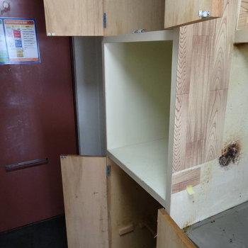 こちら側にも!上と下はシューズボックスに◎※写真は2階の同間取り別部屋のものです