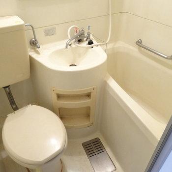 お風呂とトイレは3点ユニットです。※写真は2階の同間取り別部屋のものです