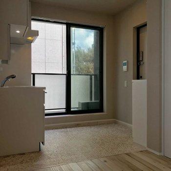 玄関タイルの柄がキュート!このスペース活かしたい!※写真は4階の同間取り別部屋のものです