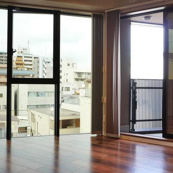 壁一面の窓。 ※写真は5階の同間取り別部屋のものです