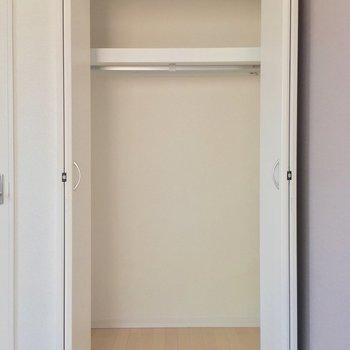 クローゼットはひとり分※写真は2階の反転間取り別部屋のものです