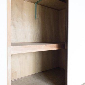 【和室】衣装ケースなどを使うとスペースを有効活用できます。