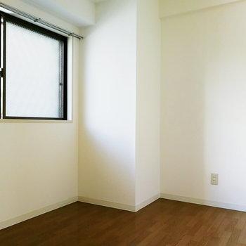 玄関横は納戸ですが、書斎としての利用にも程良い広さ。