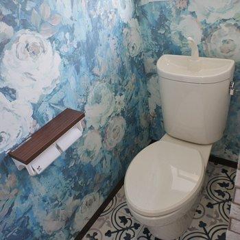 芸術的なトイレ。