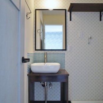 可愛らしいデザインの洗面。