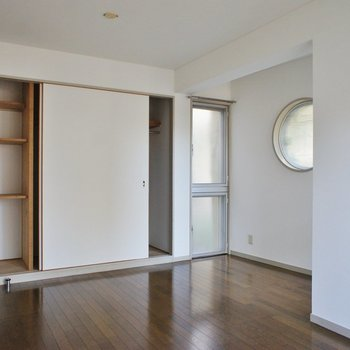 収納も結構入りますね。※写真は1階の同間取り別部屋のものです