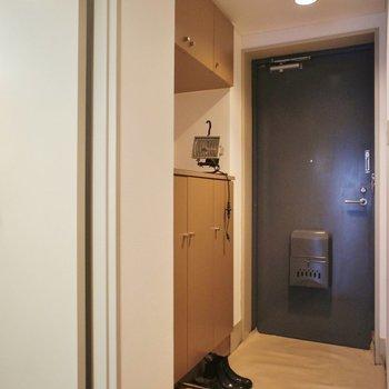 玄関横に、もうひとつお部屋。※写真は1階の同間取り別部屋のものです