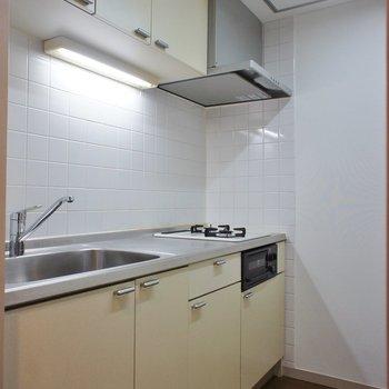 キッチンスペースは独立。※写真は1階の同間取り別部屋のものです