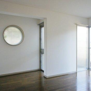 9帖の洋室でした。好きを詰め込むには都合がいいサイズ。※写真は1階の同間取り別部屋のものです