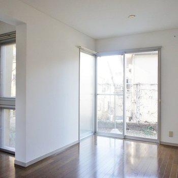 窓もたくさん。※写真は1階の同間取り別部屋のものです