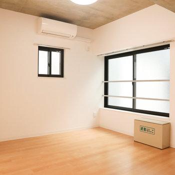 【洋室1】フローリングがいい具合※写真は3階の同間取り別部屋のものです